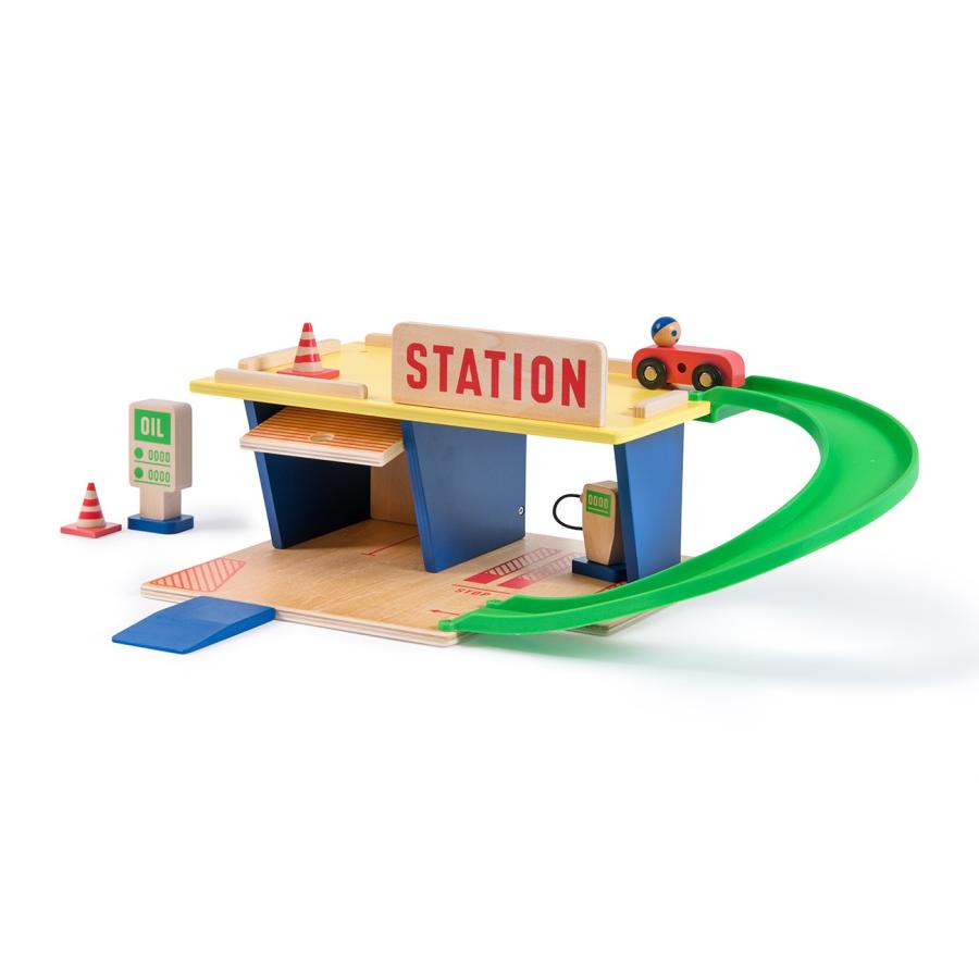 Station essence bois naturel